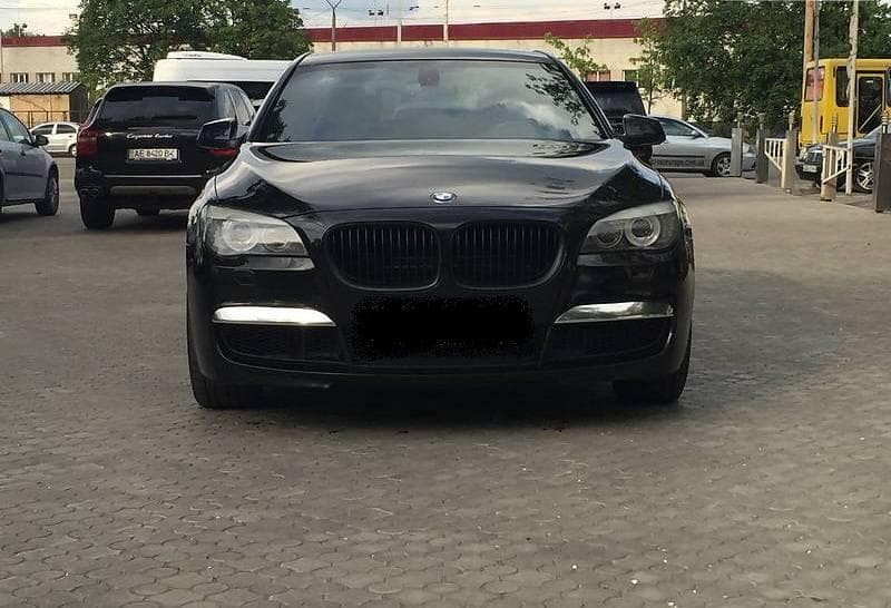 BMW 750 L - фото
