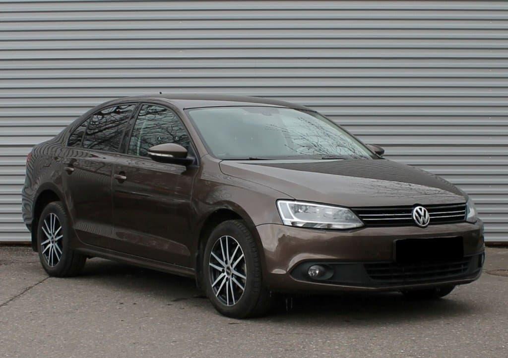 Volkswagen Jetta - фото