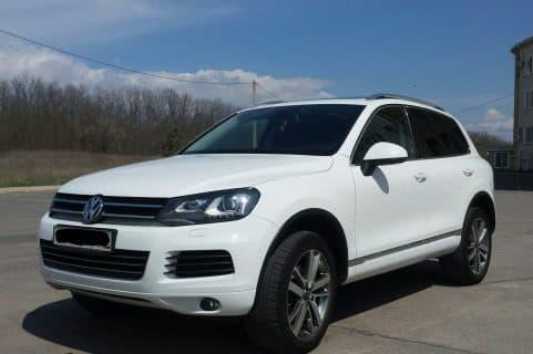 Volkswagen Touareg white - фото