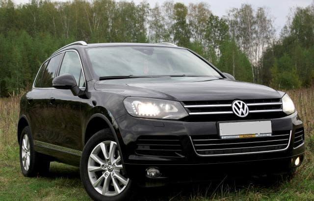 Volkswagen Touareg black - фото