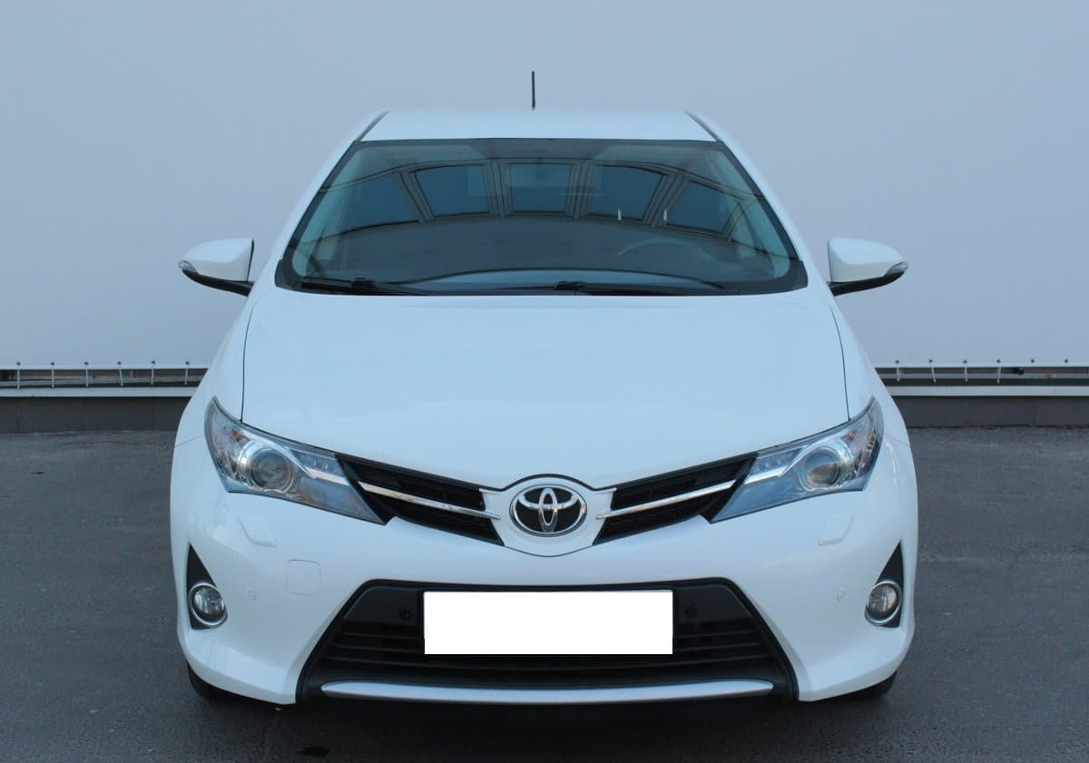 Toyota Auris - фото
