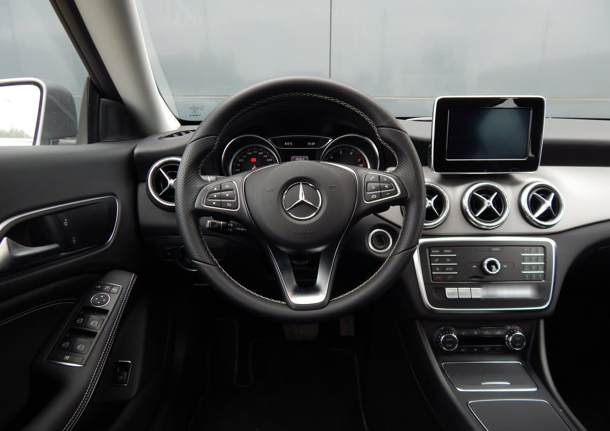 Mercedes-Benz CLA 200 - фото 4
