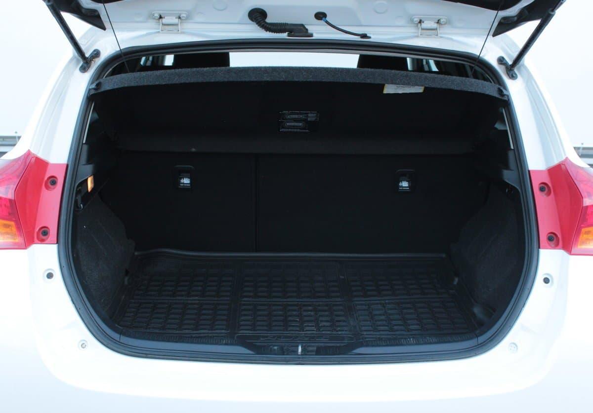 Toyota Auris - фото 9