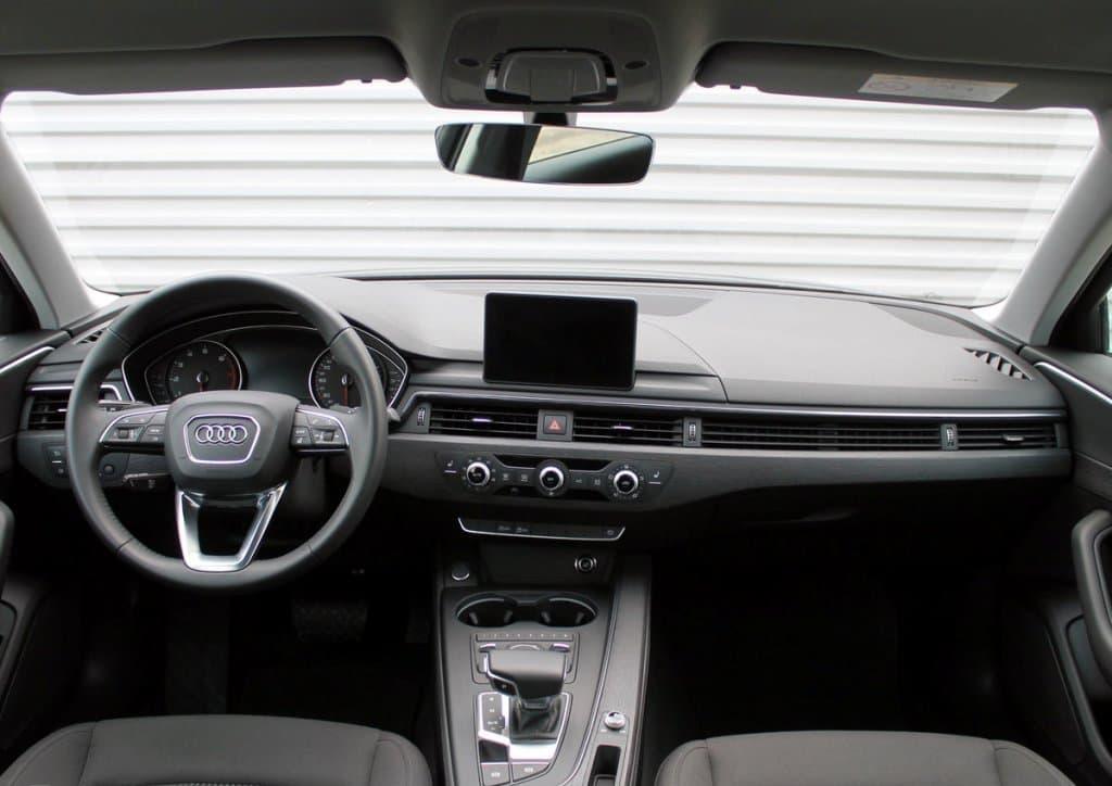 Audi A4 - фото 8