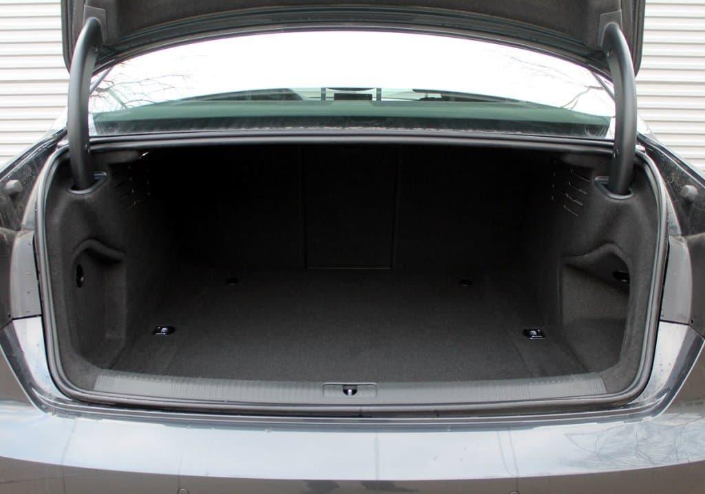 Audi A4 - фото 11