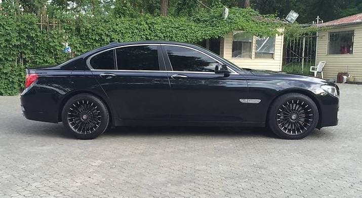 BMW 750 L - фото 1