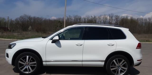 Volkswagen Touareg white - фото 1