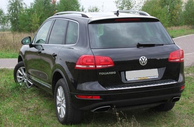 Volkswagen Touareg black - фото 1