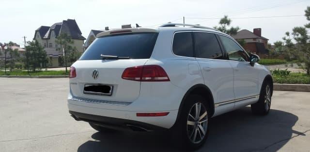 Volkswagen Touareg white - фото 2