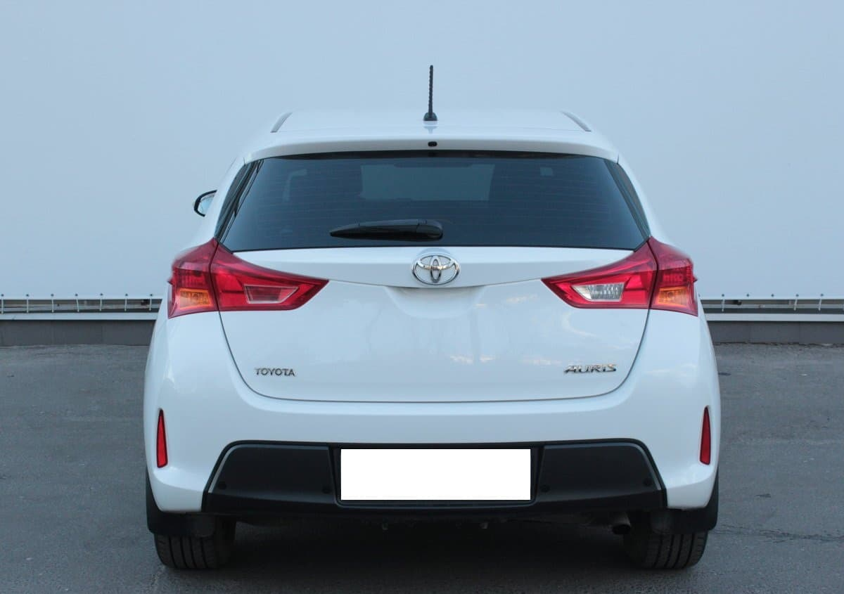 Toyota Auris - фото 2