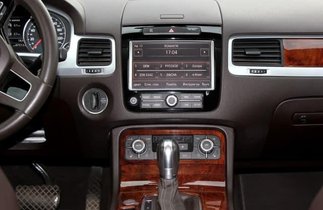 Volkswagen Touareg black - фото 3