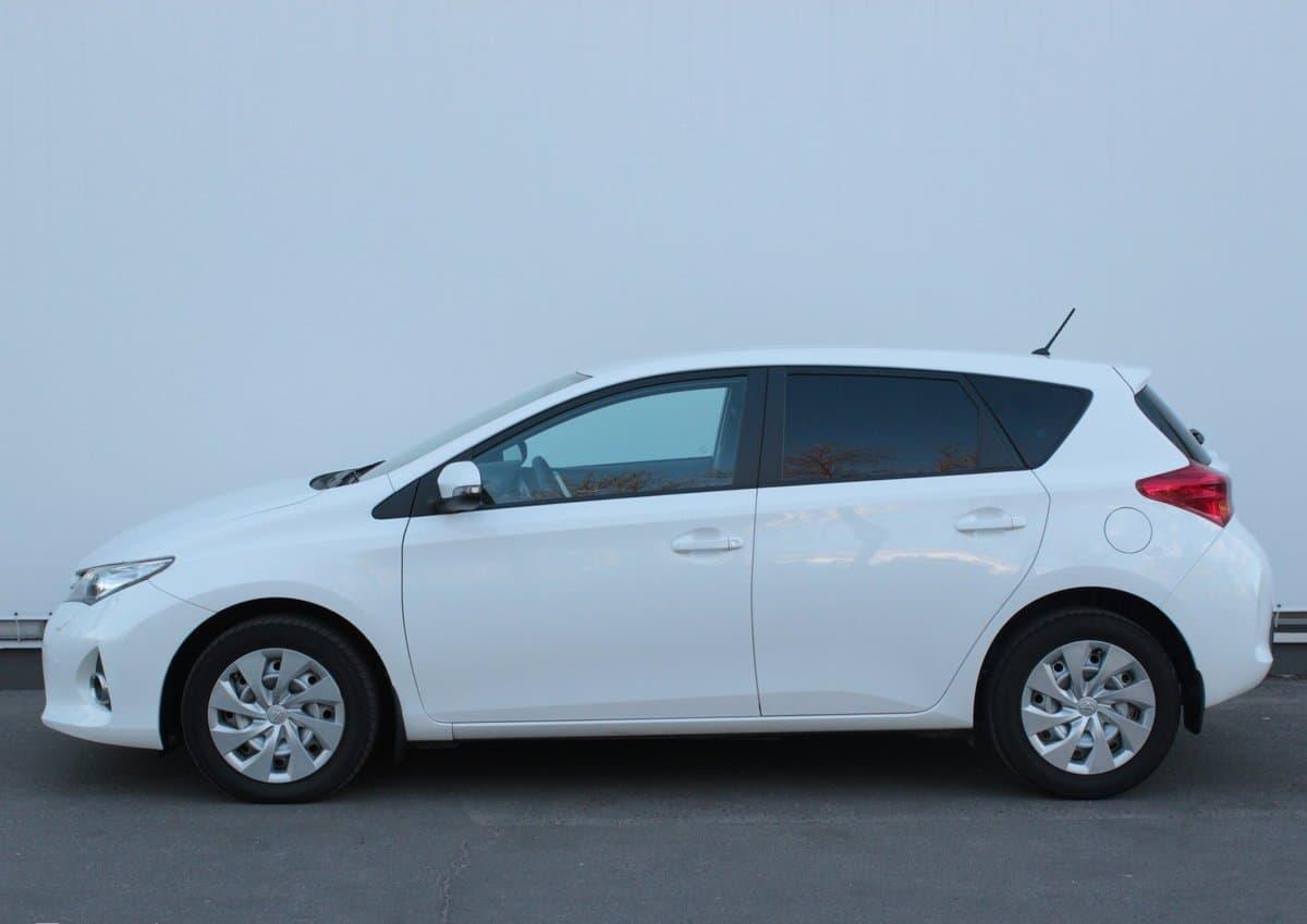 Toyota Auris - фото 4