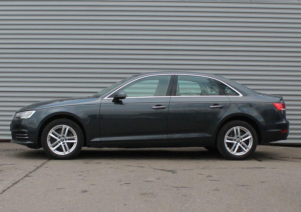 Audi A4 - фото 5