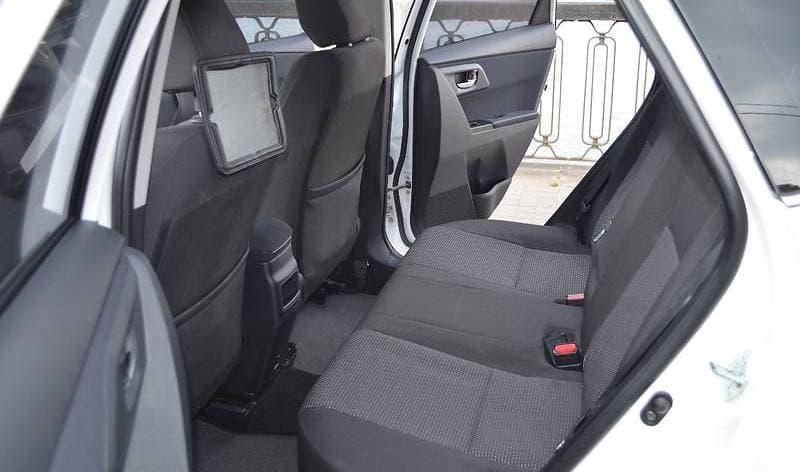 Toyota Auris - фото 8