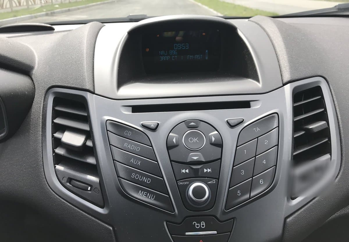 Ford Fiesta Sedan - фото 7