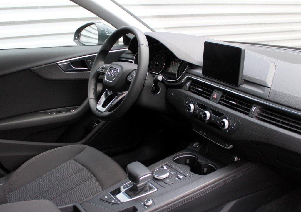 Audi A4 - фото 7