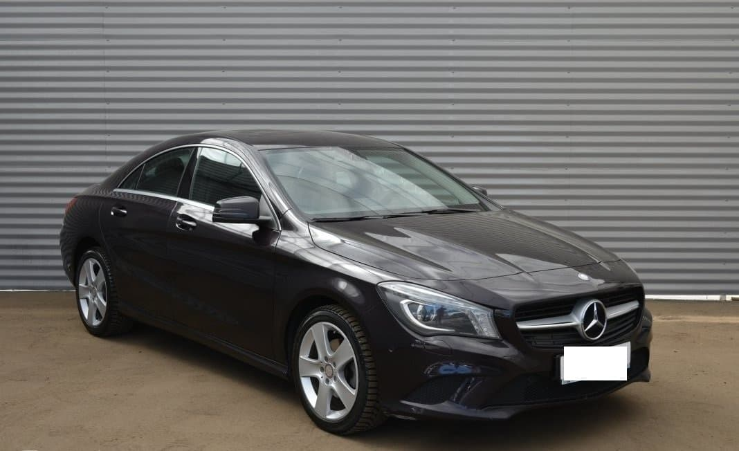 Mercedes-Benz CLA 200 - фото