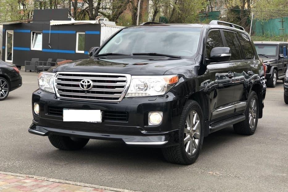 Toyota Land Cruiser 200 - фото