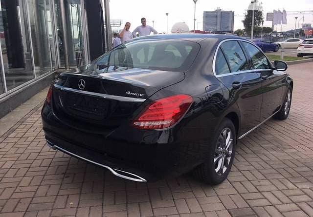 Mercedes-Benz C200 4-matic - фото 3